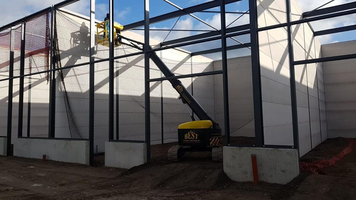 Veiligheidsnetten monteren met Dutch Crane Factory hoogwerker