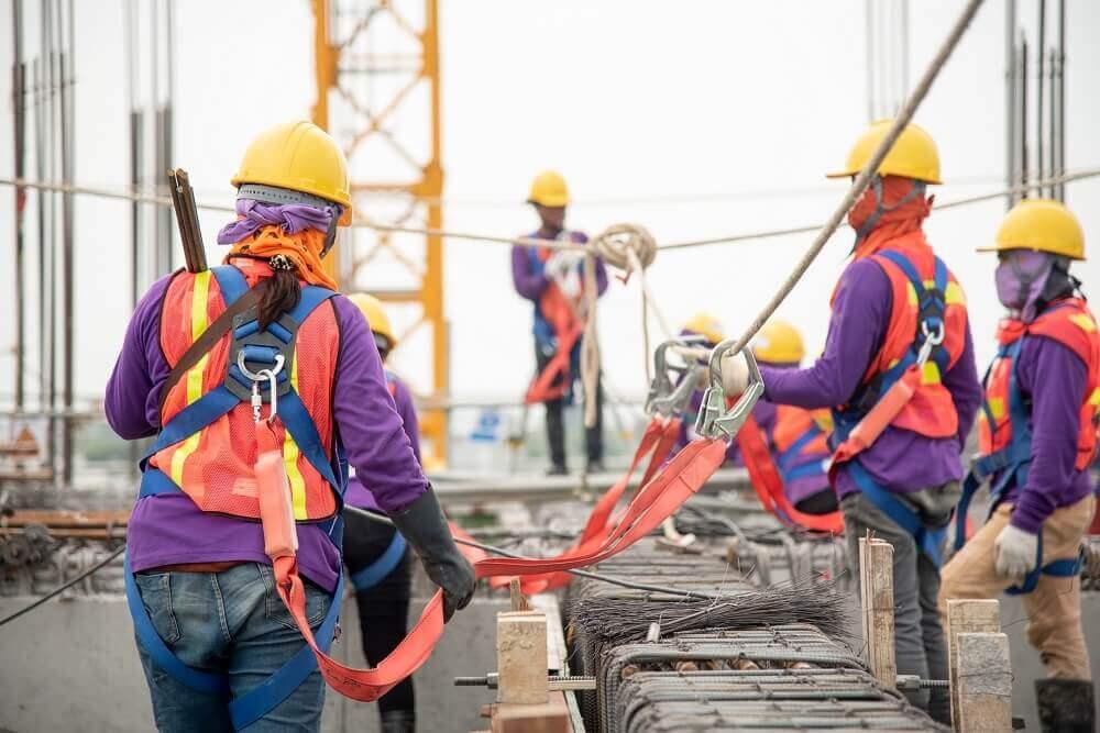 Individuele valbeveiliging voor bouwvakker die werken op hoogte